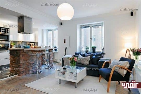 جداسازی آشپزخانه و اتاق نشیمن به وسیله ی اوپنی زیبا با نمای آجری