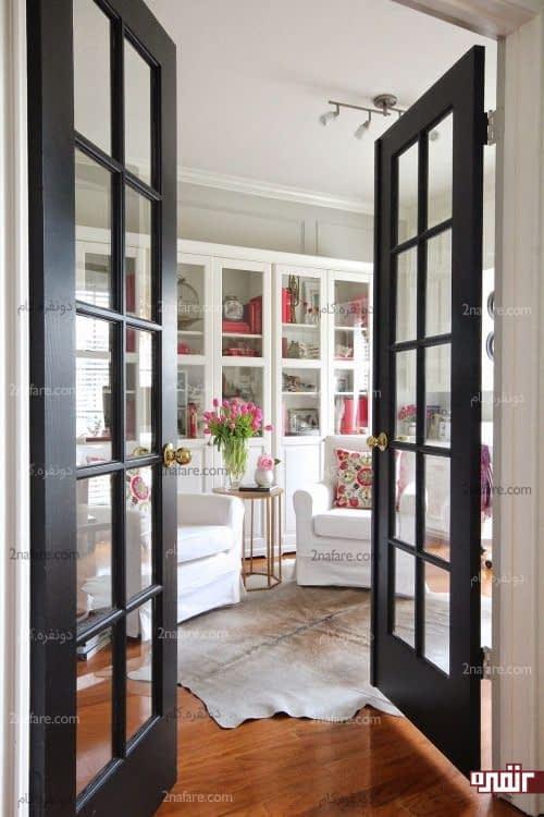 درب شیشه ای فرانسوی با فریم تیره در دکوراسیون داخلی