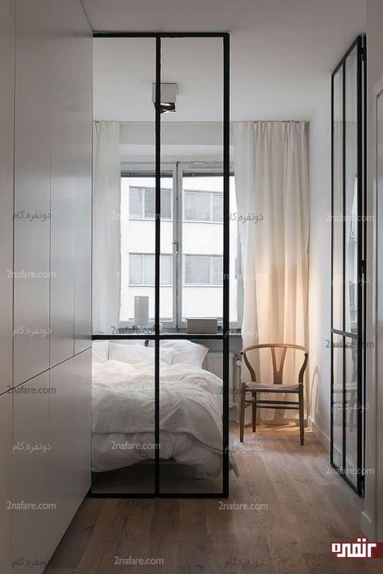درب شیشه ای مدرن با فریم فلزی تیره