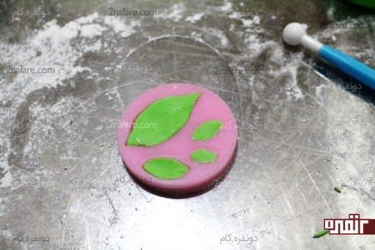 فیکس کردن خمیر داخل مالد برگ