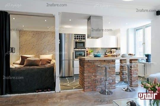قرارگیری اتاق خواب در کنار آشپزخانه و جدا کردن فضاها با نصب پرده