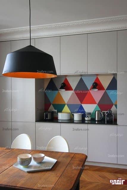 مثلث های رنگی و جذاب برای پوشش دیوار بین کابینت ها