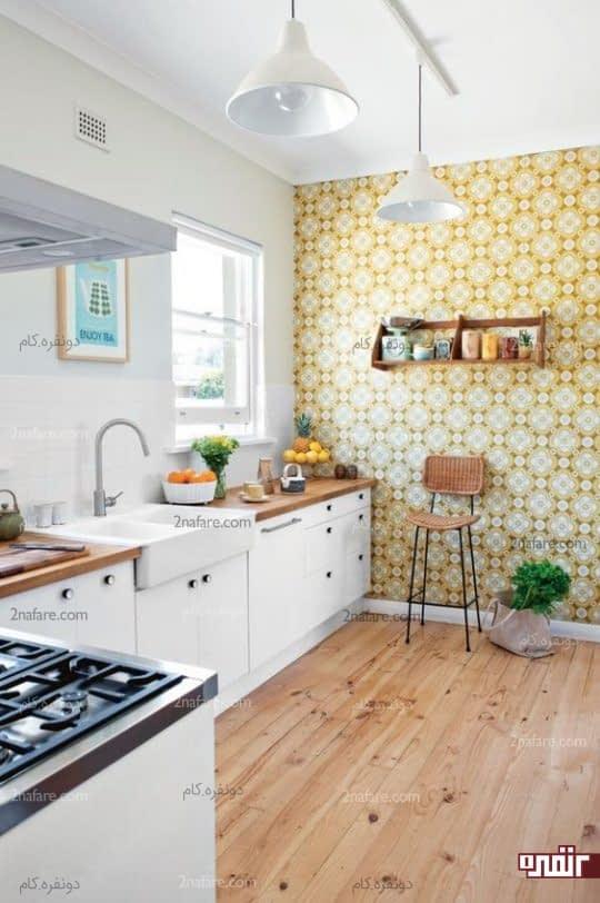 پوشاندن یکی از دیوارهای آَشپزخانه با کاغذ دیواری
