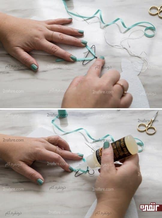 اندازه زدن روبان و چسب زدن آن به لباس عروس