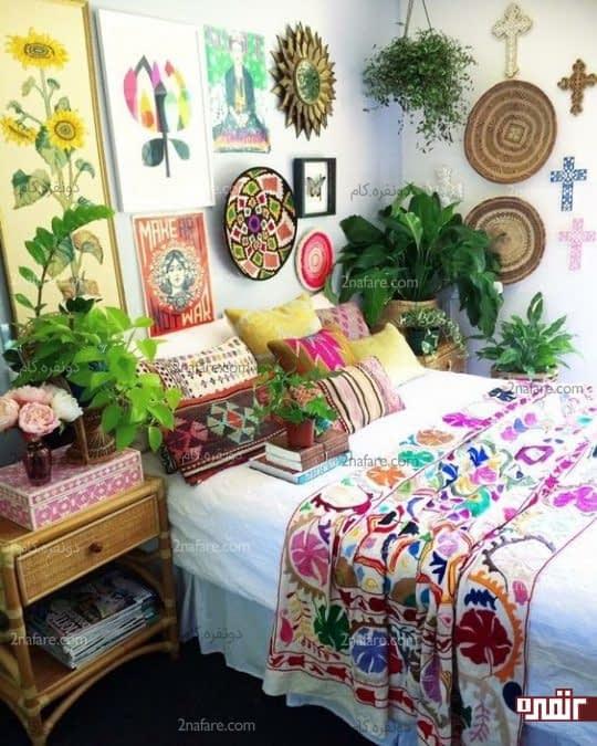 گالری دیواری زیبا شامل صنایع دستی و تابلوهای متفاوت