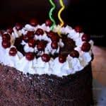 تزیین کیک خامه ای ساده و زیبا به سبک کیک جنگل سیاه