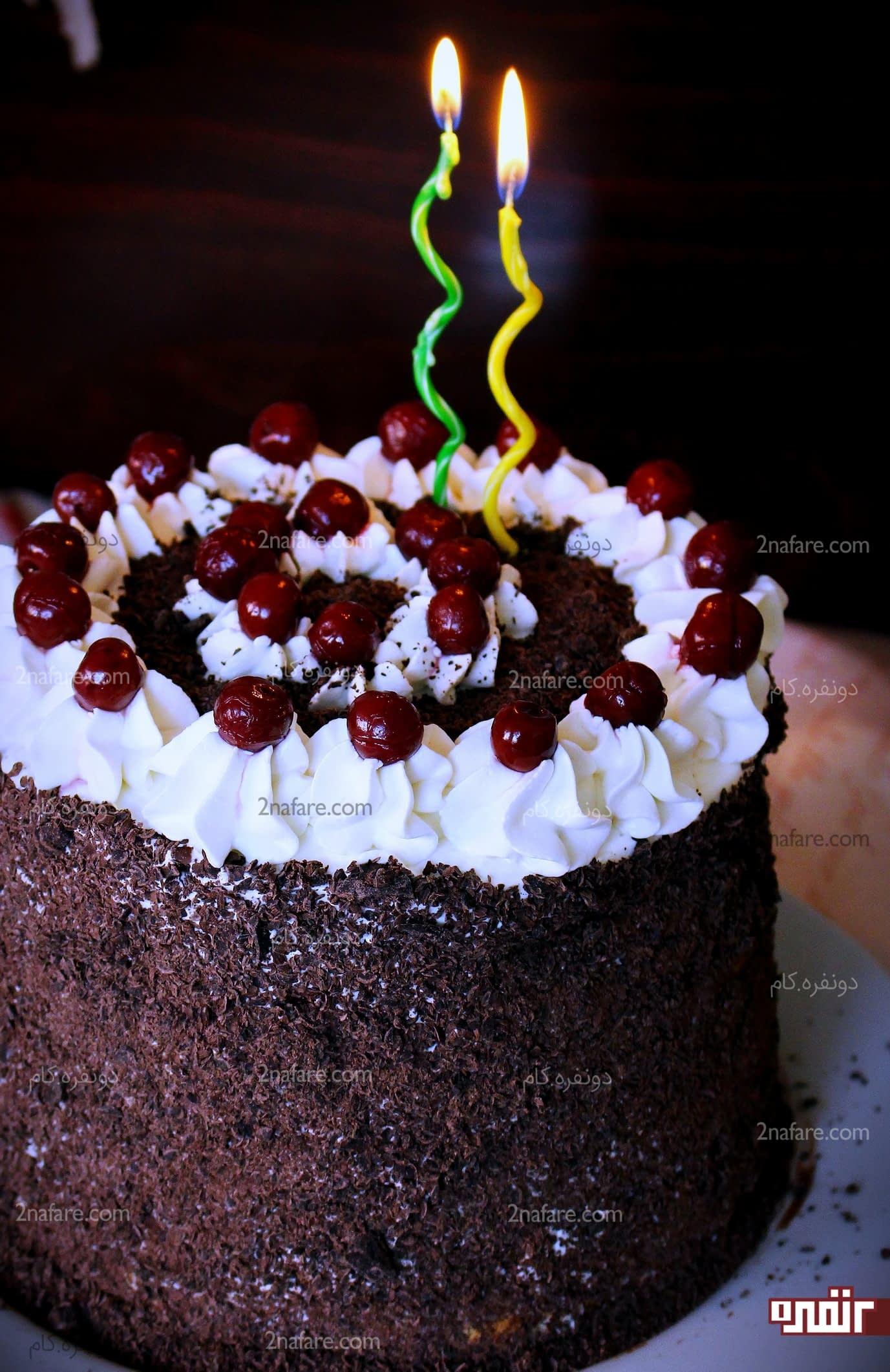 کیک با نام مهسا تزیین کیک خامه ای ساده و زیبا به سبک کیک جنگل سیاه • دونفره