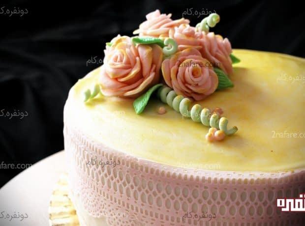 تزئین کیک با رزهای فوندانتی