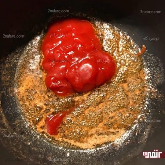 اضافه کردن سس گوجه فرنگی