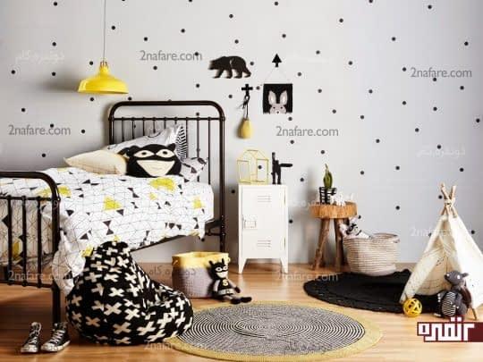 دیوار سفید اتاق کودک با تزیین دایره های مشکی