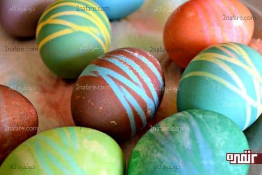 رنگ کردن تخم مرغ با کمک کش های کوچک