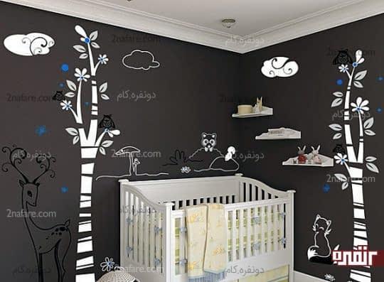 طراحی زیبای دیوار اتاق کودک و قرار دادن شلف های دیواری