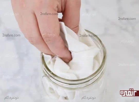 قرار دادن تکه های پارچه در شیشه