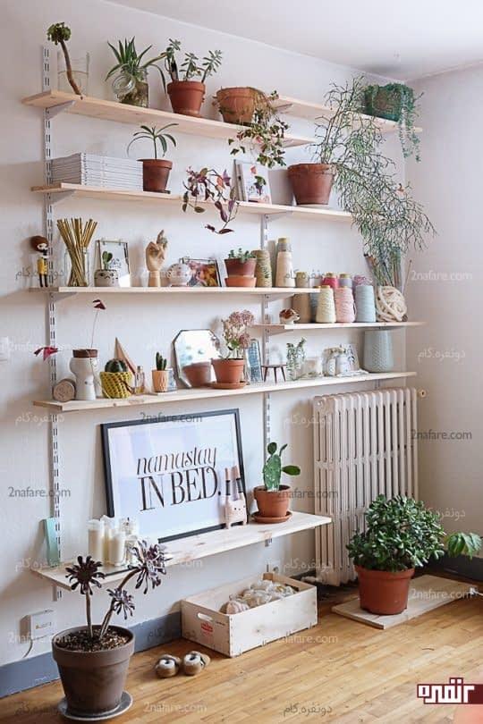 قرار دادن گلدان های زیبا لا به لای تزئینات منزل
