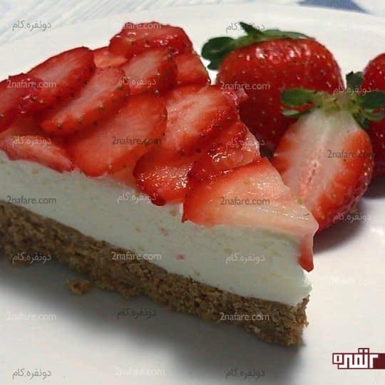 چیز کیک وانیل و توت فرنگی