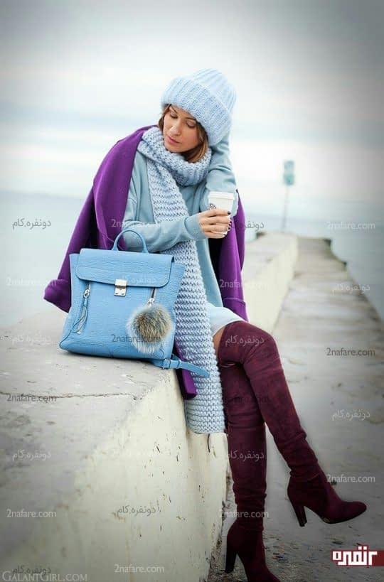 کت بنفش و کیف آبی آسمانی