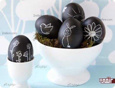 کشیدن طرح ساده روی تخم مرغ های یک رنگ