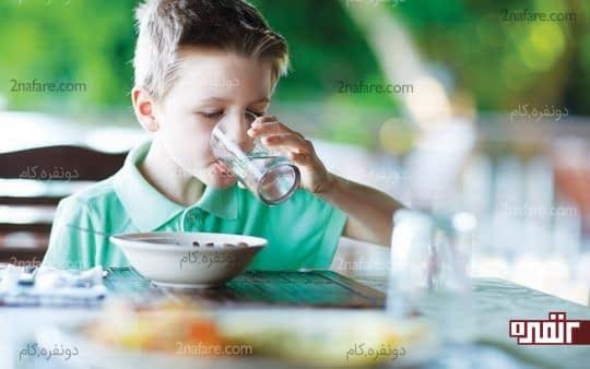 آب خوردن بین غذا مفید یا مضر؟!