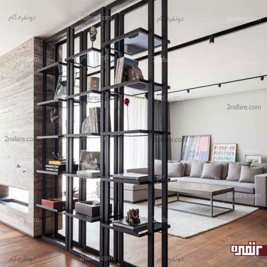 قفسه های باز از جنس فلز برای نگهداری وسایل