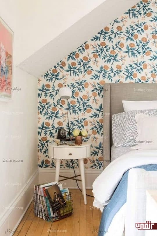 پوشش دیوار اتاق خواب با کاغذ دیواری طرح گل