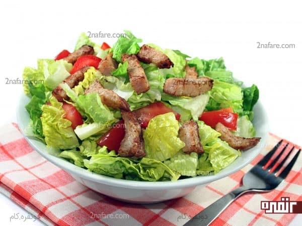 خوردن سالاد هنگام ناهار یا بین وعذه های غذایی در جلوگیری از افزایش وزن موثره