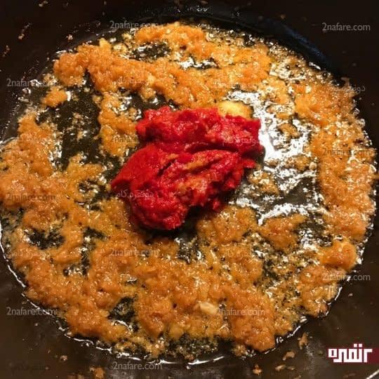 اضافه کردن رب گوجه