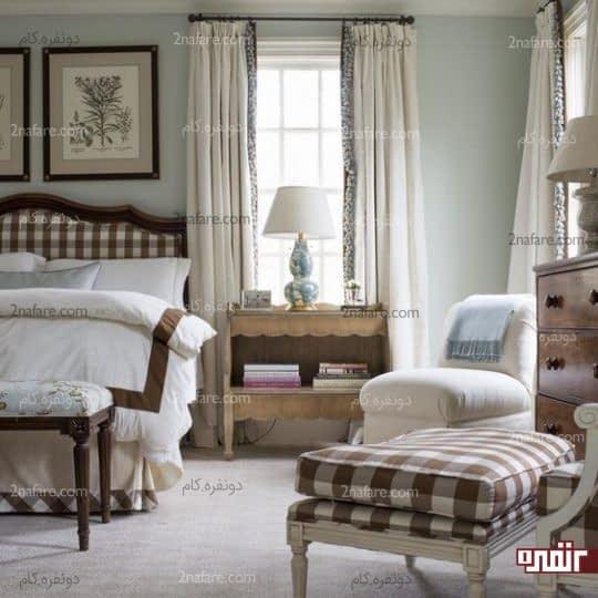 دیزاین جذاب اتاق خواب با استفاده از پارچه چهارخونه سفید و قهوه ای