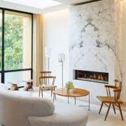 طراحی دکور دیوار شومینه با سنگ مرمر