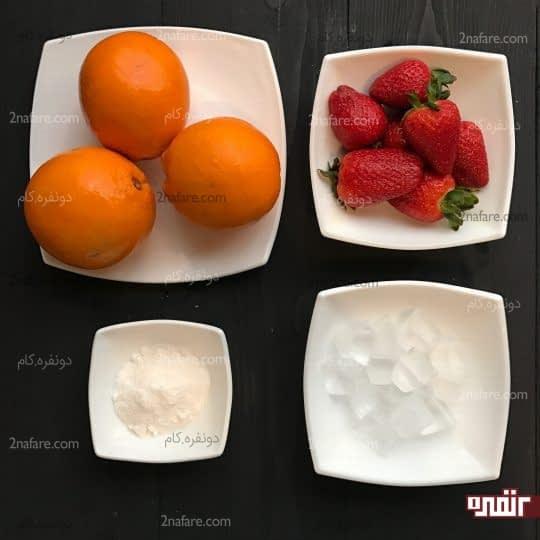 مواد لازم برای تهیه اسموتی پرتقال و توت فرنگی