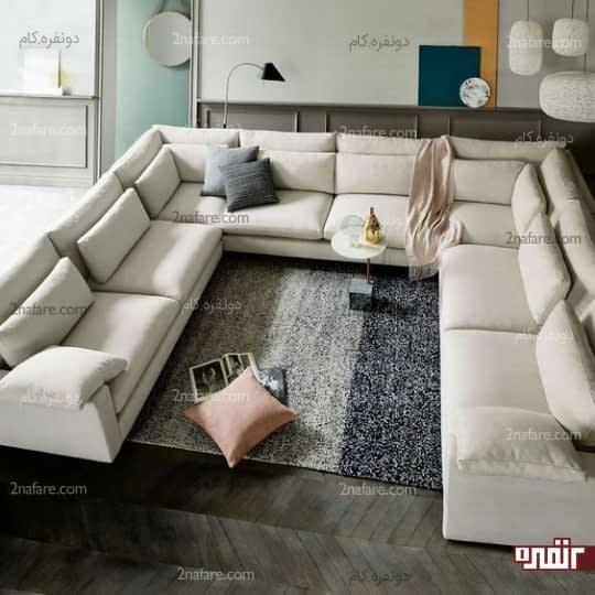 نشیمن متقارن با کاناپه های زیبا