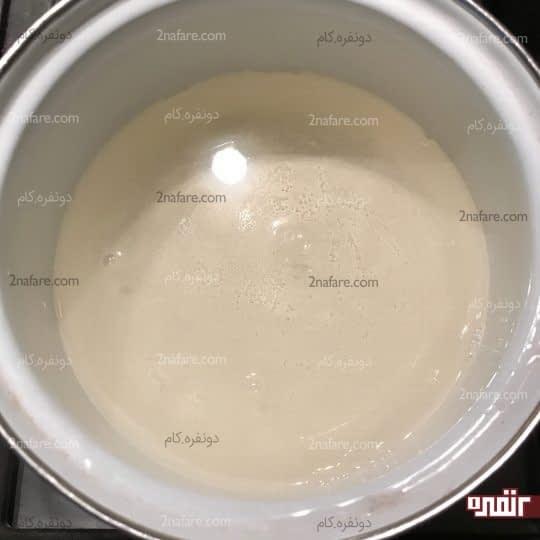 حل شدن پودر ژله داخل آب