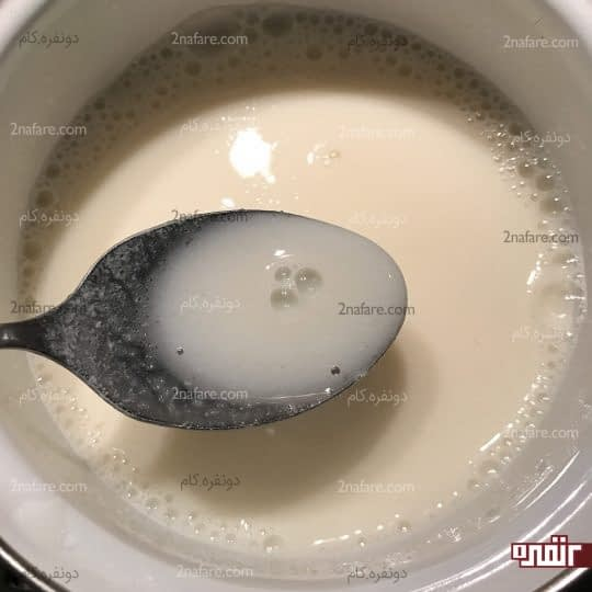 مخلوط کردن شیر و پودر ژله