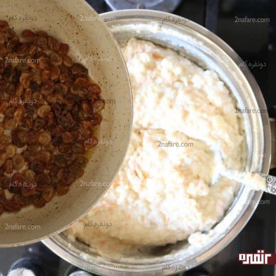 اضافه کردن کشمش ها به شیر برنج