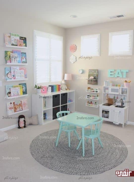 تزیین دیوار اتاق کودک با چینش کتاب روی قفسه دیواری