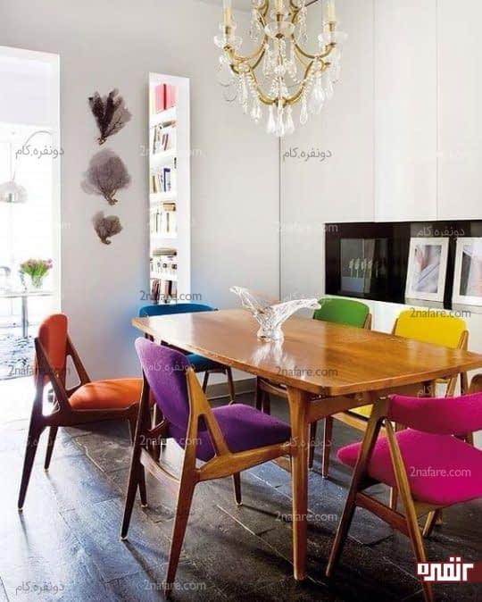 غذاخوری انرژی بخش با صندلیهای رنگارنگ