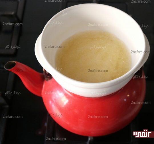 قرار دادن ژلاتین روی بخار آب جوش