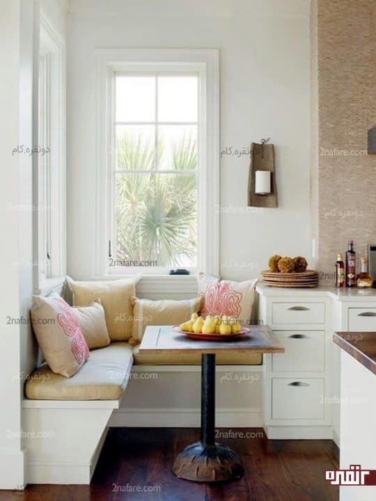 میز کنجی در گوشه ی آشپزخانه