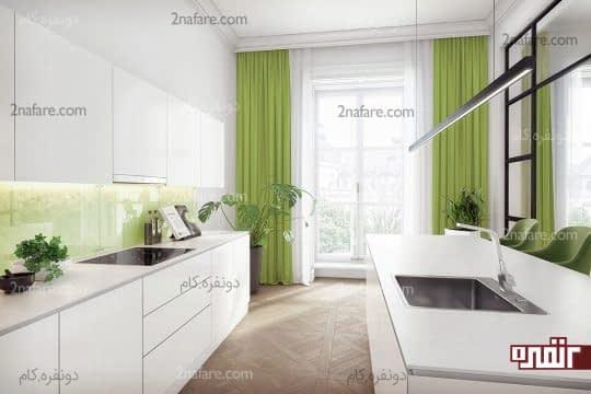 پرده و گیاهان سبز در آشپزخانه