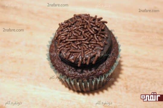 چسباندن بیسکویت به کاپ کیک