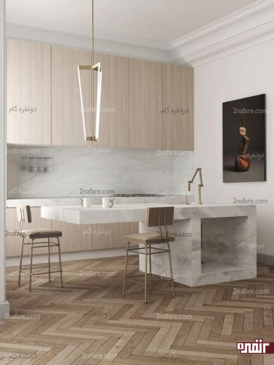 آشپزخانه ای مینیمال با ترکیب کفپوش های شتری و سنگ مرمر سفید