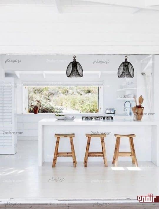آشپزخانه سفید رنگ و لوازم جانبی چوبی