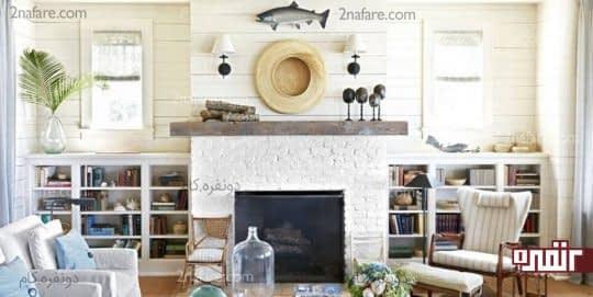 استفاده از رنگ سفید و نمای آجری دیوار برای ایجاد سبک ساحلی