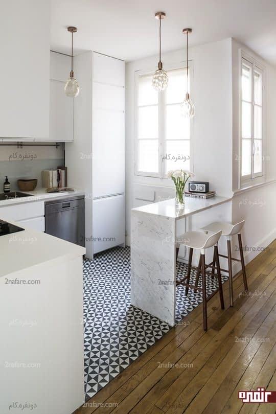 استفاده از سطح کانتر آشپزخانه بعنوان میز صبحانه خوری دو نفره و مینیمال