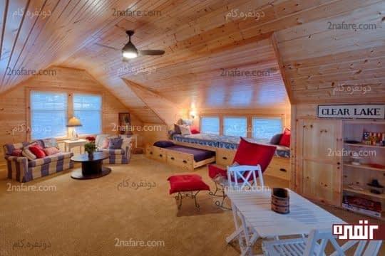 استفاده از فضای زیر شیروانی به عنوان اتاق نشیمن و اتاق مهمان با تخت خواب های کشویی