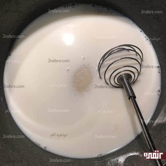 اضافه کردن شکر به شیر