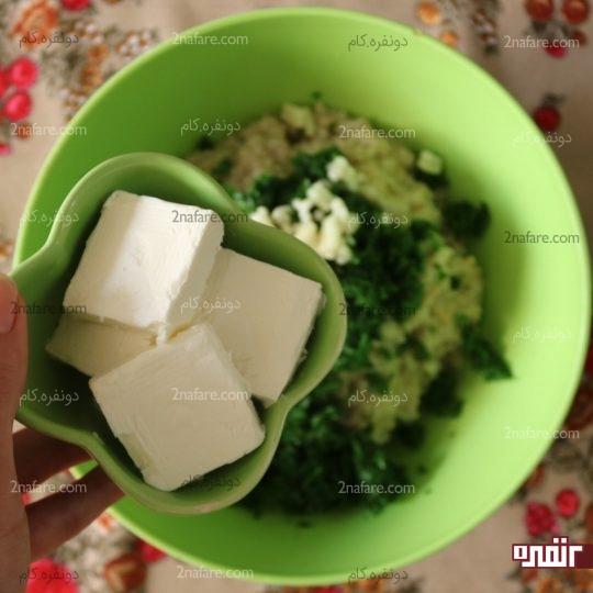 اضافه کردن پنیر خامه ای