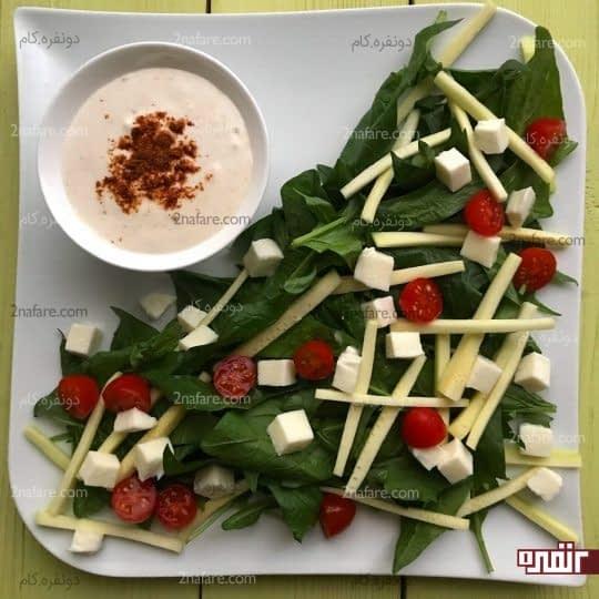 اضافه کردن پنیر و مابقی سبزیجات