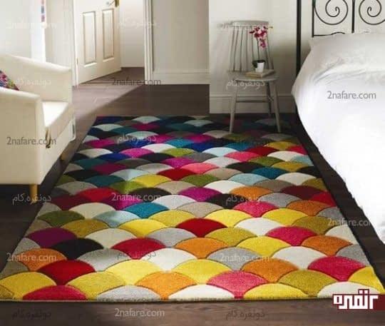 تزیین اتاق خواب با گلیم فرش رنگارنگ با طرح هندسی