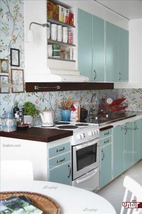 تزیین دیوار آشپزخانه با کاغذ دیواری گلدار