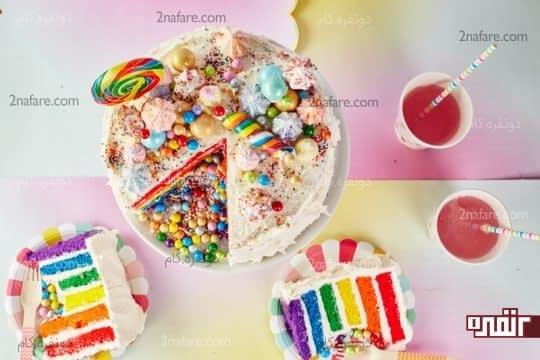 تزیین روی کیک با آبنبات، ترافل و شیرینی های کوچیک